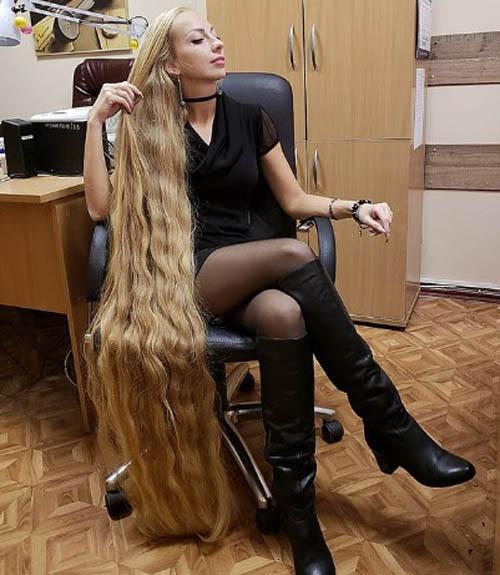Không có gì trên thế giới này đẹp hơn một người phụ nữ với mái tóc dài tự nhiên suôn mượt, Oddity Central dẫn lời Alena khẳng định.