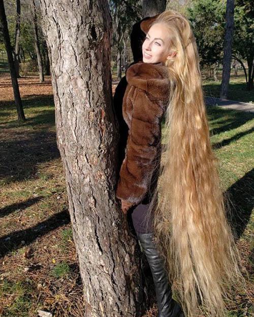 Tuy mái tóc dài 2 m của Alena vẫn dài ra từng tháng nhưng cô cho biết không có ý định sẽ đến tiệm cắt tóc. Theo Alena, mái tóc dài màu vàng này là một phần con người mình, nếu không có nó, cô không còn là cô nữa.