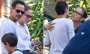 Jennifer Lopez và chồng cũ ôm hôn thân thiết khi gặp nhau