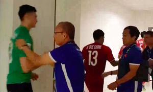 Ban huấn luyện khích lệ tuyển Việt Nam ở chung kết lượt đi