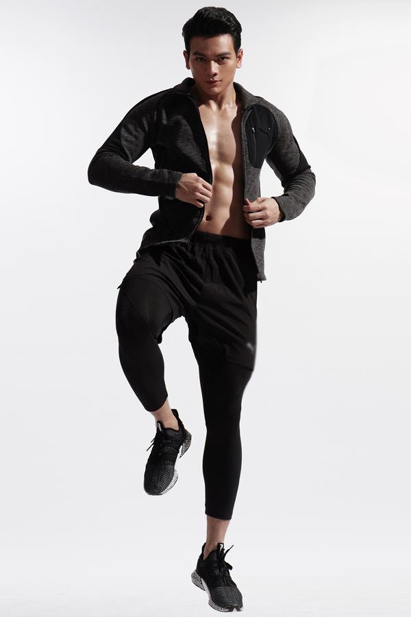 Lê Xuân Tiền sinh năm 1996 tại Phú Yên. Anh xuất thân là vận động viên Taekwondo. Anh có chiều cao ấn tượng 1,85 m và hình thể lý tưởng nhờ chăm chỉ tập gym nhiều năm nay.