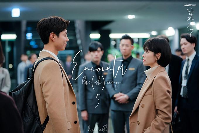Jin Hyuk công khai là nam chính trong scandal tình cảm của Soo Hyun ở cuối tập 4 - đầu tập 5.