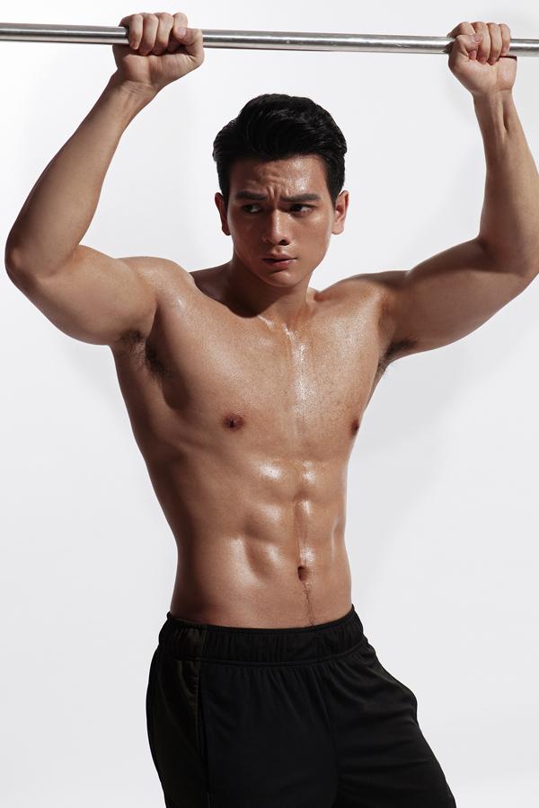 Bộ ảnh do chuyên gia trang điểm Quân Nguyễn và tạo mẫu tóc Pu Lê hỗ trợ thực hiện.