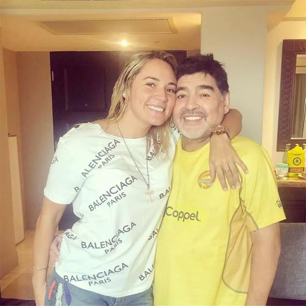 Maradona và người tình kém 30 tuổi có 6 năm yêu nhau ồn ào, tai tiếng.