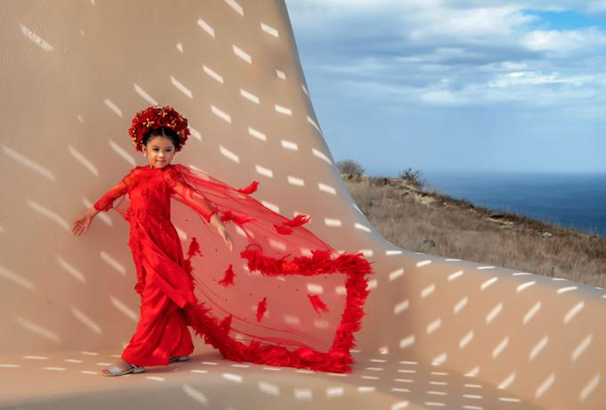 riêng Santorini thì là đồ do mẹ và bé tự thiết kế