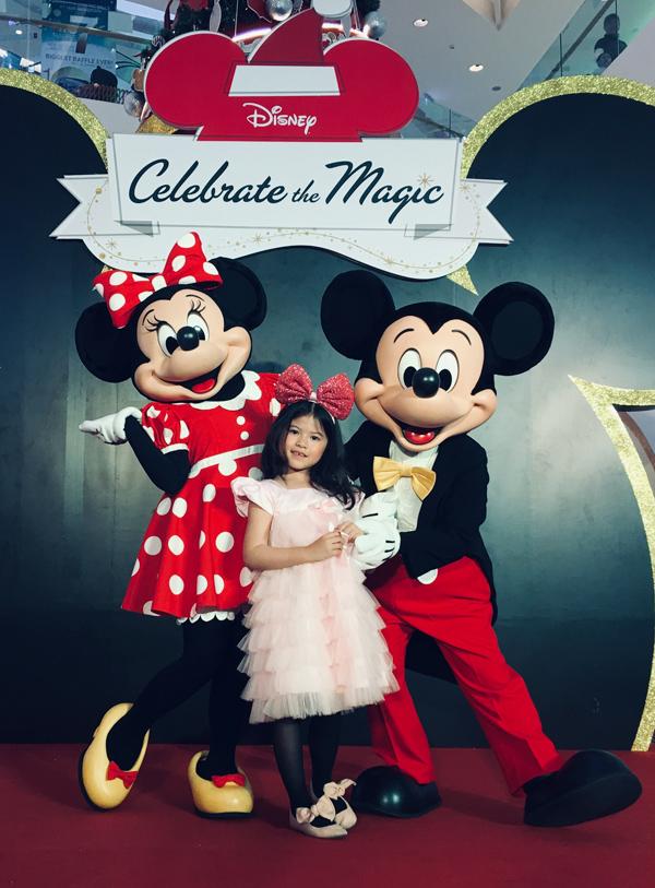 Cũng vào dịp cuối tuần trước, Kathy góp mặt ở sự kiện Mickey lớn lần đầu tiên tổ chức tại Việt Nam. Để tham  gia chương trình này, hồ sơ phải được duyệt bởi chính hãng Disney (Mỹ).