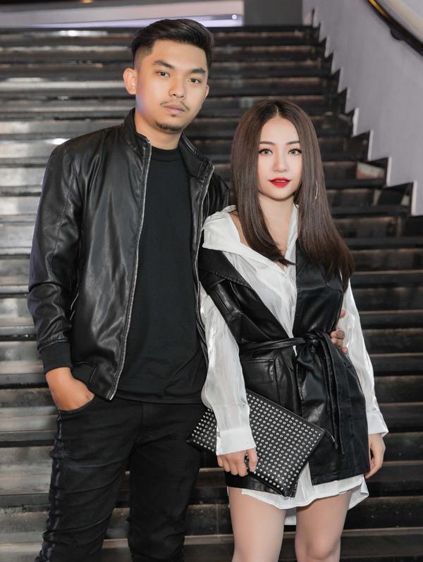 Ca sĩ MiA mặc ton-sur-ton đi sự kiện cùng chồng sắp cưới. Cặp đôi mới tổ chức đám hỏi hôm 25/11.