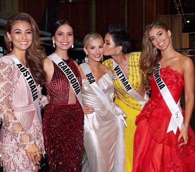 HHen Niê đăng tải thân thiết với hoa hậu Mỹ sau khi bị chê vốn tiếng Anh