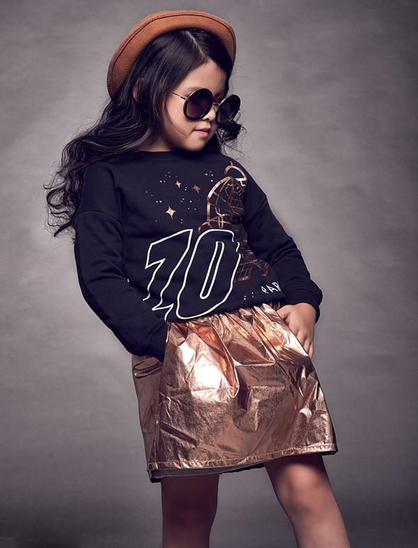 Đặc biệt, chỉ mới 6 tuổi nhưng cô bé có khả năng tạo dáng chuyên nghiệp, sinh động trước ống kính như người mẫu thực thụ.
