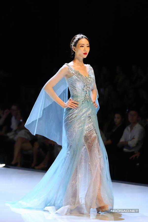 Đỗ Mỹ Linh, Trần Tiểu Vy hóa công chúa cùng sóng đôi catwalk - 8