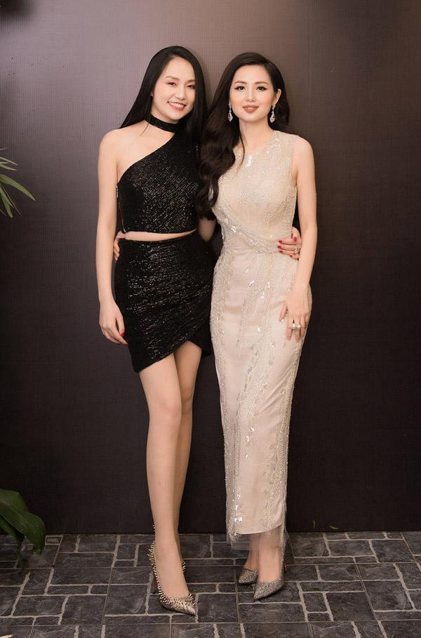 Hương Baby khoe vóc dáng thon thả khi đến dự event của Tâm Tít. Cả hai có mối quan hệ khá thân thiết ở ngoài đời, lại cùng kinh doanh về lĩnh vực làm đẹp.