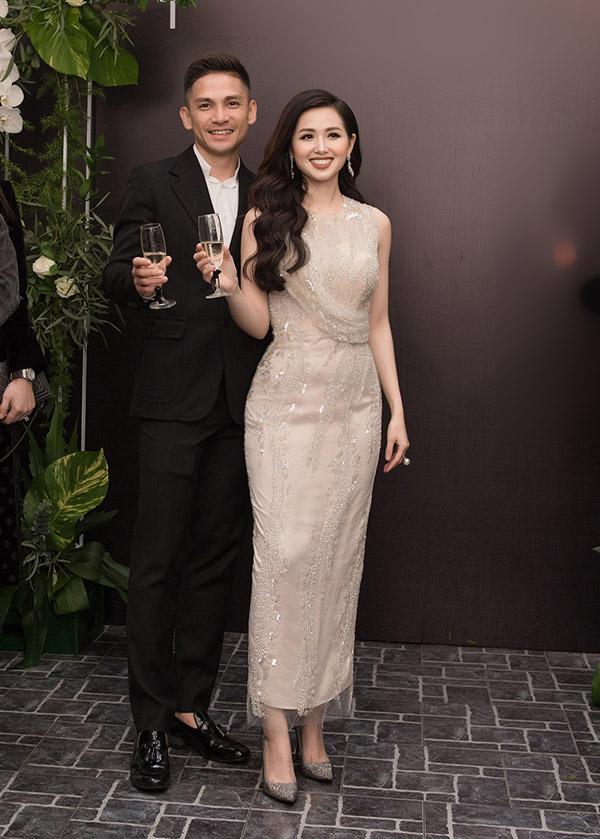 Nữ hot girl rất hạnh phúc bởi cô luôn có ông xã ở bên hỗ trợ và ủng hộ tinh thần cho mình. Ngọc Thành - chồng của Tâm Tít cũng có kinh nghiệm kinh doanh trước đây.