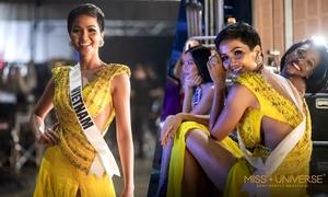 H'Hen Niê xắn váy, ngồi bệt trong hậu trường bán kết Miss Universe