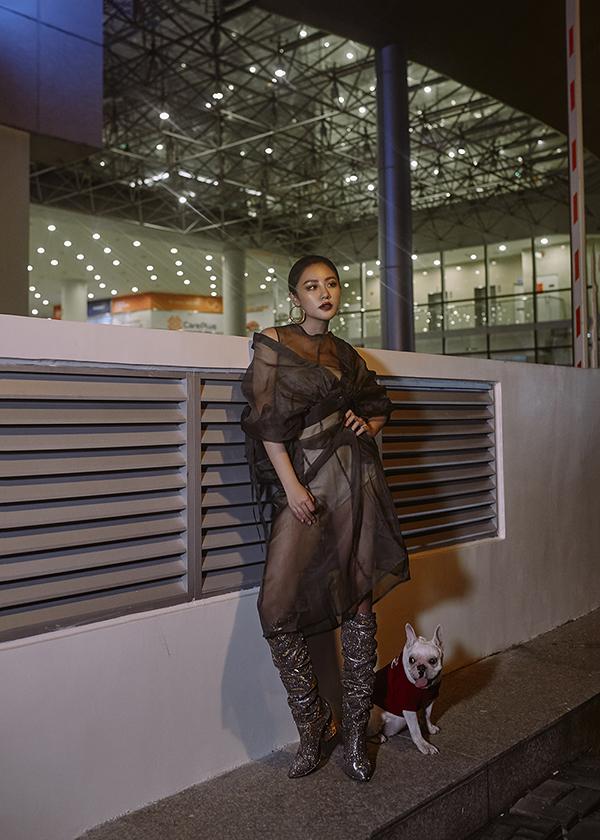 Khác với dịp Giáng sinh mọi năm, năm nay Văn Mai Hương không nghỉ ngơi mà vẫn tiếp tục tham gia các show diễn lớn để phục vụ khán giả. Bên cạnh đó, cô bật mí sẽ trình làng một sản phẩm âm nhạc mang màu sắc, thông điệp hoàn toàn khác so với những dự án đã phát hành trong năm nay.