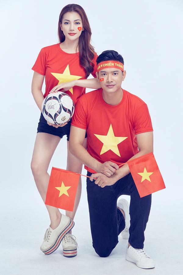 Các nghệ sĩ tin tưởng đội tuyển Việt Nam sẽ làm nên lịch sử, một lần nữa giành chức vô địch AFF Cup sau 10 năm tròn. Họ từng thắng Malaysia ở vòng bảng và có màn trình diễn ấn tượng trên sân khách tại chung kết lượt đi. Không có lý do gì để nghi ngờ sức mạnh của đoàn quân áo đỏ. Chúng tôi đang chờ để được ăn mừng và đi bão cùng nhau, Trang Nhung chia sẻ.