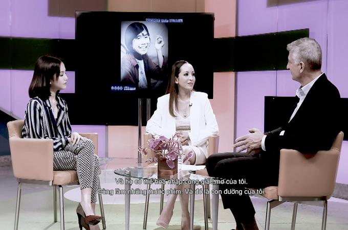 Linh Nga và con gái tham gia buổi talkshow giới thiệu bộ phim tài liệu về nạn nhân chất độc da cam.