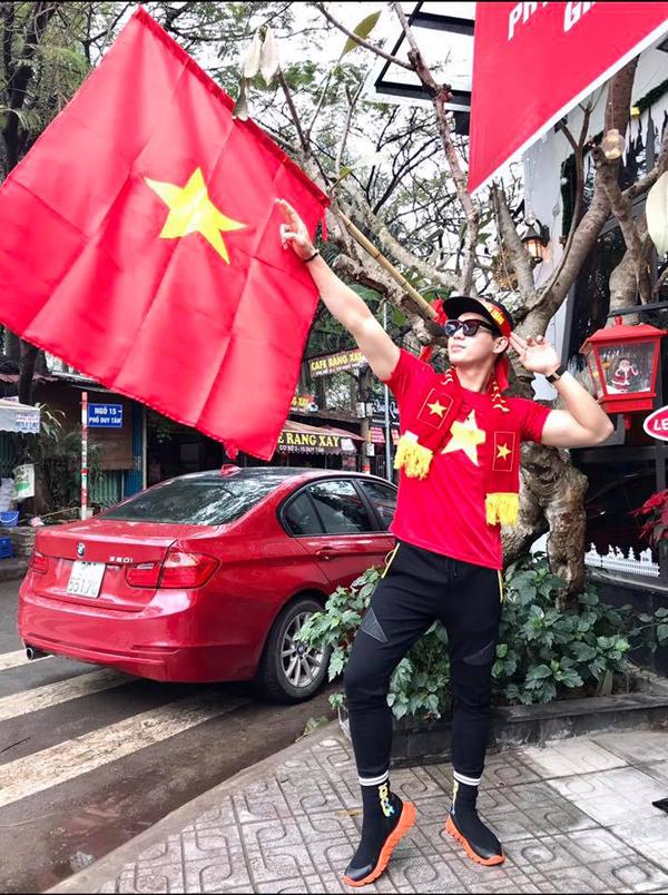 Muôn kiểu cổ vũ tuyển Việt Nam của sao Việt