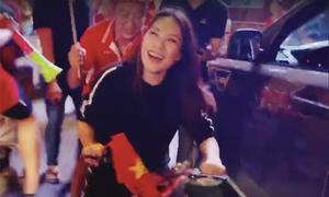 Mỹ Tâm đạp xe ra đường lúc nửa đêm để ăn mừng Việt Nam vô địch