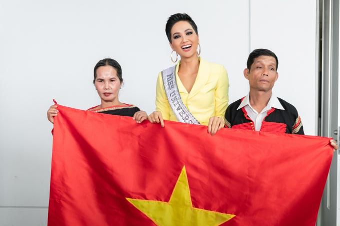 HHen Niê nổ lực toả sáng ở Miss Universe (em đẩy lại bài hoàn chỉnh)
