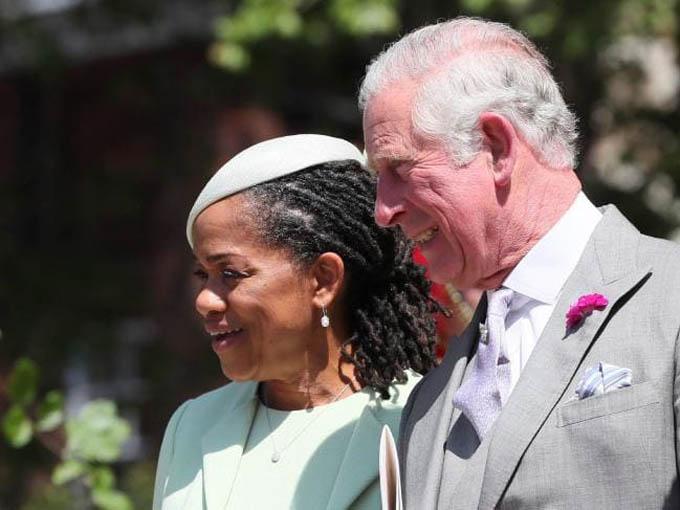 Ông Thomas không xuất hiện mà chỉ có vợ cũ và cũng là mẹ Meghan, bà Doria Ragland, tới dự hôn lễ hồi tháng 5. Ảnh: AFP.