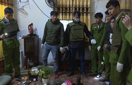 Cảnh sát ập vào căn nhà. Ảnh: Công an Hưng Yên.