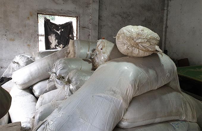Trong số 100 tấn hàng hoá có nhiều loại thuốc bắc. Ảnh: Cơ quan điều tra cung cấp