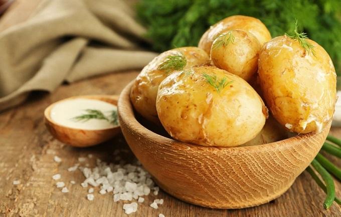 Thực đơn ăn kiêng chỉ có khoai tây không được các chuyên gia dinh dưỡng khuyến khích.