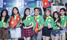 Chuyên gia thẩm mỹ Việt xuống đường mừng Tuyển Việt Nam vô địch AFF Cup