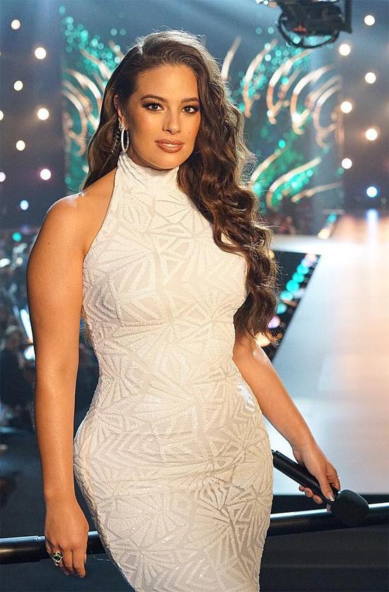 Ashley Graham trong đêm chung kết Miss Universe 2018 tại Bangkok, Thái Lan.