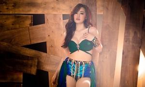 Cựu thành viên Mắt Ngọc hở bạo trong MV mới
