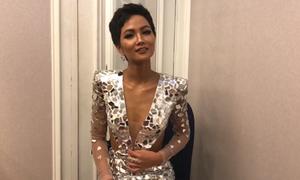 H'Hen Niê cảm ơn người phiên dịch tại Miss Universe