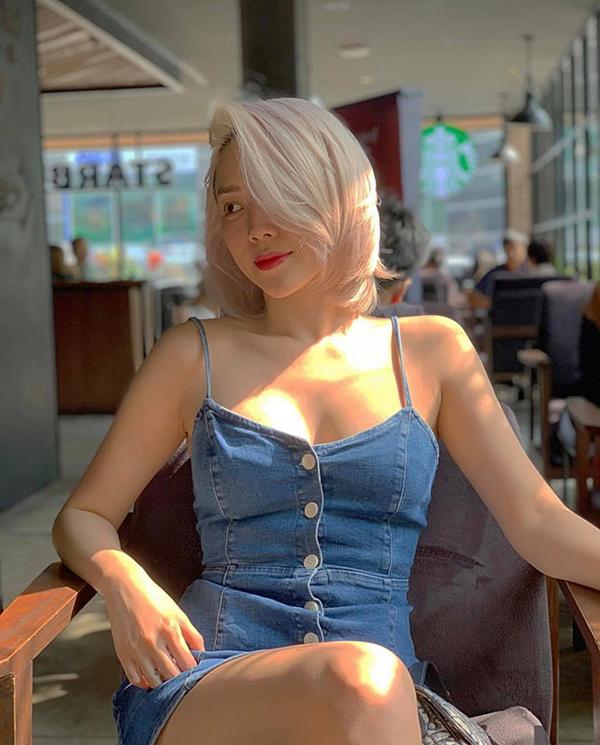 Tóc Tiên thu hút ánh nhìn bằng màu tóc mới và trang phục hiện đại tôn vẻ đẹp khoẻ khoắn, không kém phần sexy.