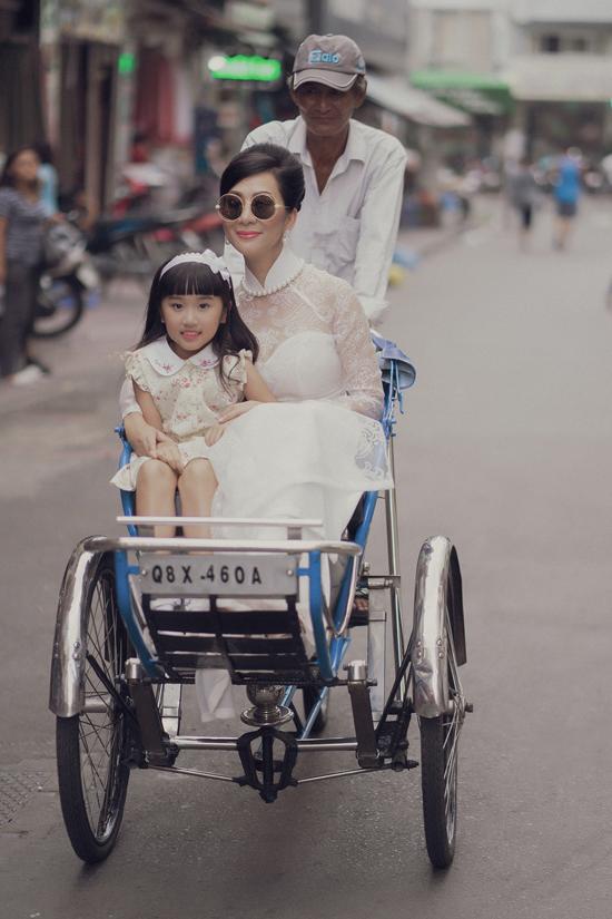 Ký ức về Sài Gòn xưa luôn được Võ Việt Chung trân trọng, từ cơ duyên gặp gỡ MC Nguyễn Cao Kỳ Duyên đã cho anh thêm nguồn cảm hứng để thực hiện bộ sưu tập Người đẹp Thành Đô.
