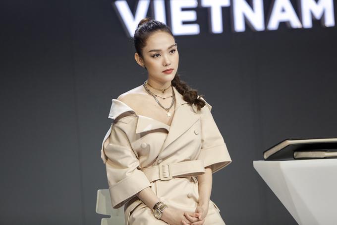 Theo nhận xét của giám khảo khách mời, Minh Hằng đã có sự nghiên cứu kỹ lưỡng về sản phẩm, ý tưởng thực hiện video quảng cáo thú vị, độc đáo và cho ra sản phẩm đúng tinh thần mà nhãn hàng mong muốn.