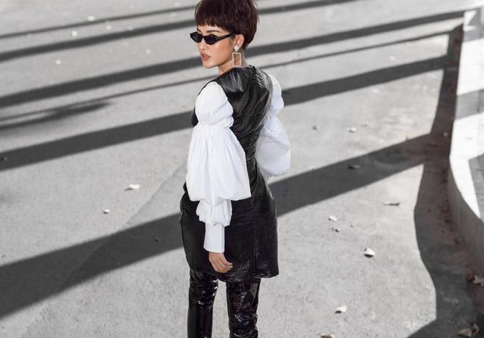 Trong bộ ảnh street style mới thực hiện, Á hậu rũ bỏ style bánh bèo quen thuộc khi để tóc tém cá tính cùng cách make-up ăn mặc chất như fashionista.