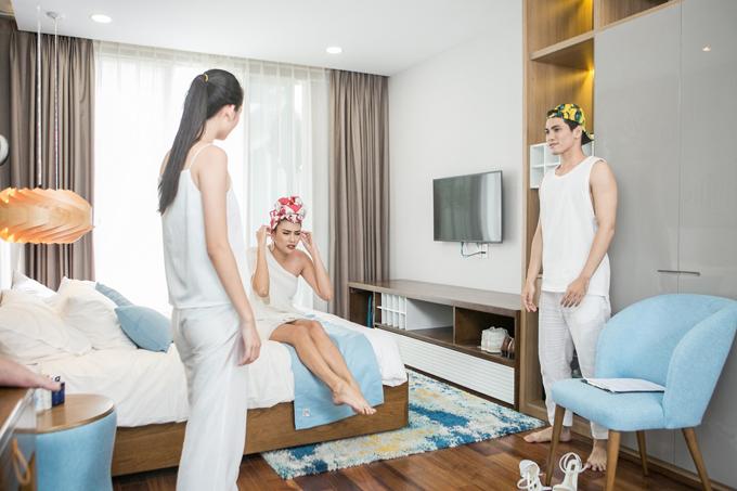 Võ Hoàng Yến chỉ còn hai thành viên vì thế team của cô gặp nhiều khó khăn khi phải tham gia diễn xuất để giới thiệu 4 dòng sản phẩm khác nhau trong cùng một video quảng cáo.