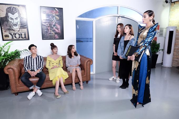 Nhận thấy năng lực của cả hai thí sinh không đáng bước vào vòng loại, nên Võ Hoàng Yến đã dắt họ về gặp các huấn luyện viên và yêu cầu đổi người.