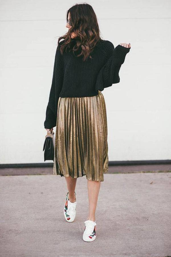 Nếu chưa kịp thanh lý các mõn đồ cũ thì các nàng có thể tận dụng các mẫu váy cũ để hưởng ứng tinh thần ăn mặc hợp mốt.