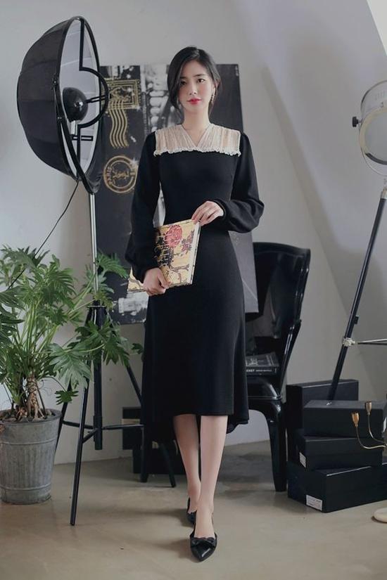 Đầm mullet phối màu trắng đen hòa quện phù hợp với những buổi hội họp hoặc tham gia sự kiện quan trọng của công ty.
