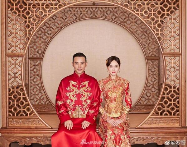 La Tấn và Đường Yên trong trang phục truyền thống.