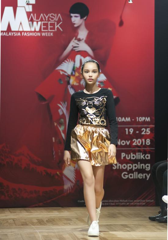 Đây là một trong những trường hợp rất hiếm hoi khi có mẫu nhí Việt Nam được mời sang biểu diễn tại Tuần Lễ thời trang nước ngoài cho các thương hiệu nổi tiếng.