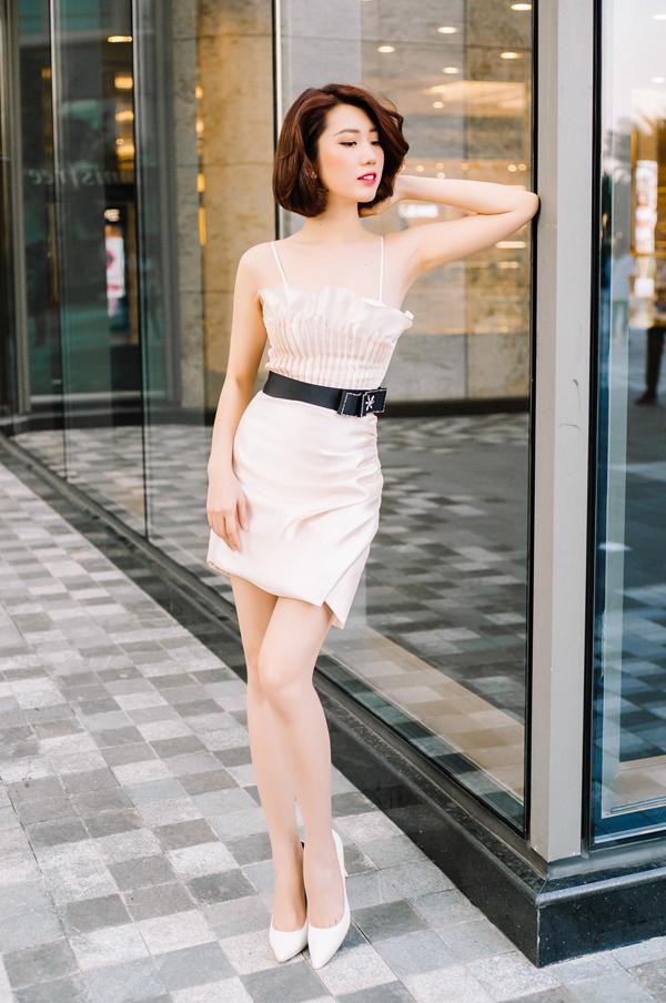 Thuý Ngân tái hiện hình ảnh sang trọng và gợi cảm của Hân hoa hậu khi khoác lên mình các mẫu thiết kế sexy của thương hiệu Việt.