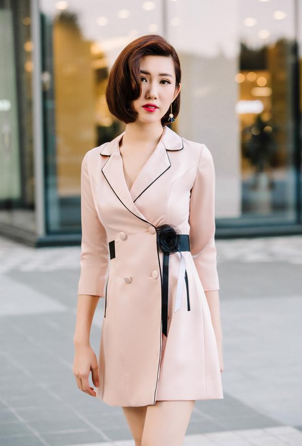 Phong cách tiệc tùng cho nàng công sở sành điệu với mốt váy vest của xu hướng thời trang 2018.