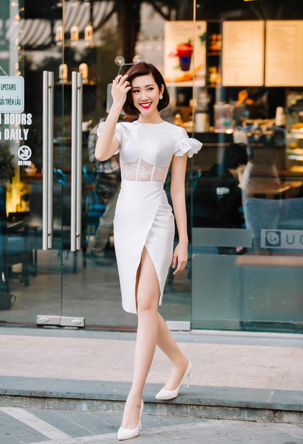 Váy xẻ cao, váy vạt quấn của mùa mới lại là món đồ khiến đôi chân của chị em công sở thêm phần thon dài hơn.