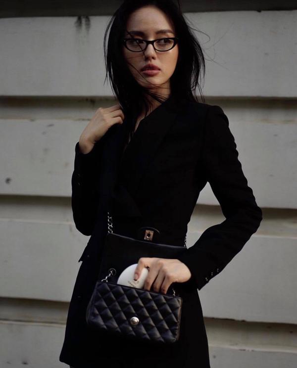 Vest, suit và các kiểu quần nhung là trang phục được Chi Pu, Khánh Linh, Quỳnh Anh Shyn yêu thích ở mùa này.