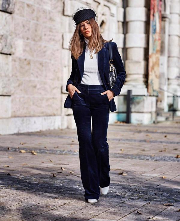 Chất liệu được ưa chuộng trong mùa thu đông được dùng để thiết kế các mẫu blazer, suit, váy đầm hài hòa cùng xu hướng thu đông 2018.