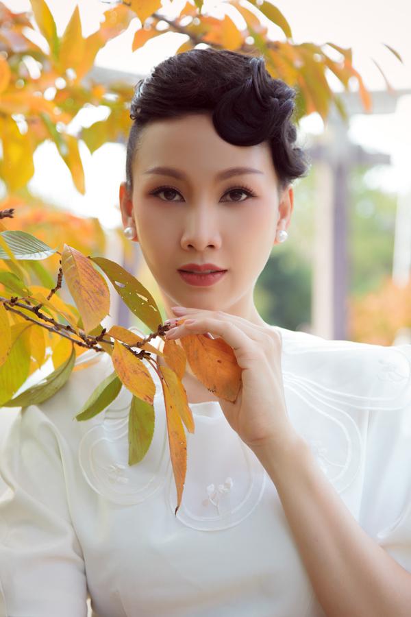 20 năm trước Paris Vũ từng là người mẫu, lấy tên thật là Hồng Phúc. Sau 5 năm hoạt động trên sàn diễn TP HCM, người đẹp kết hôn và giải nghệ để tập trung cho vai trò làm vợ, làm mẹ và chuyển hướng sang lĩnh vực kinh doanh.
