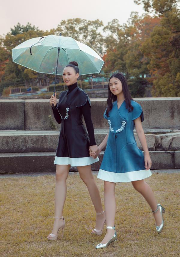 Bé Hồng Uyên - con gái của Paris Vũ, đi Nhật cùng mẹ. Cô bé 12 tuổi đã theo học lớp đào tạo người mẫu nhí tại TP HCM nên rất tự tin, bạo dạn