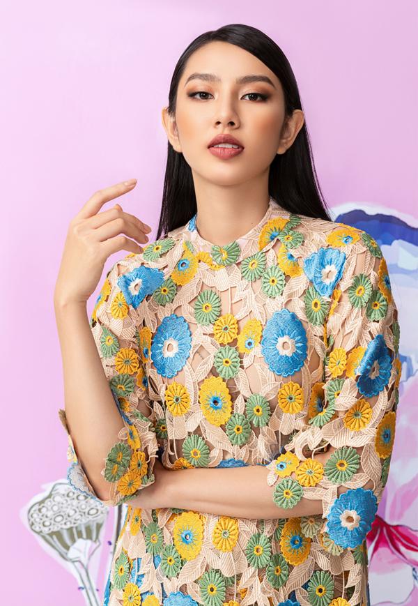 Thùy Tiên chia sẻ, cô thích các mẫu áo dài cách điệu theo hơi hướng hiện đại, phom dáng rộng rãi, thoải mái.
