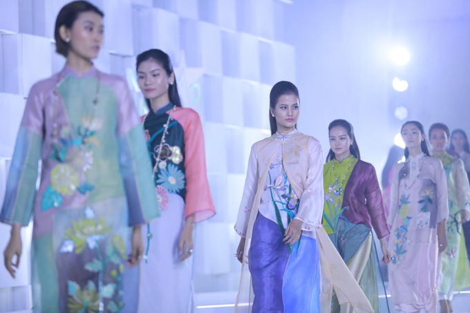 Để góp phần mang tới sự ấn tượng cho đêm tôn vinh và trao giải Ngôi sao của năm do báo Ngoisao.net tổ chức, nhà thiết kế Nguyễn Công Trí đã mang tới bộ sưu tập mới nhất của mình.